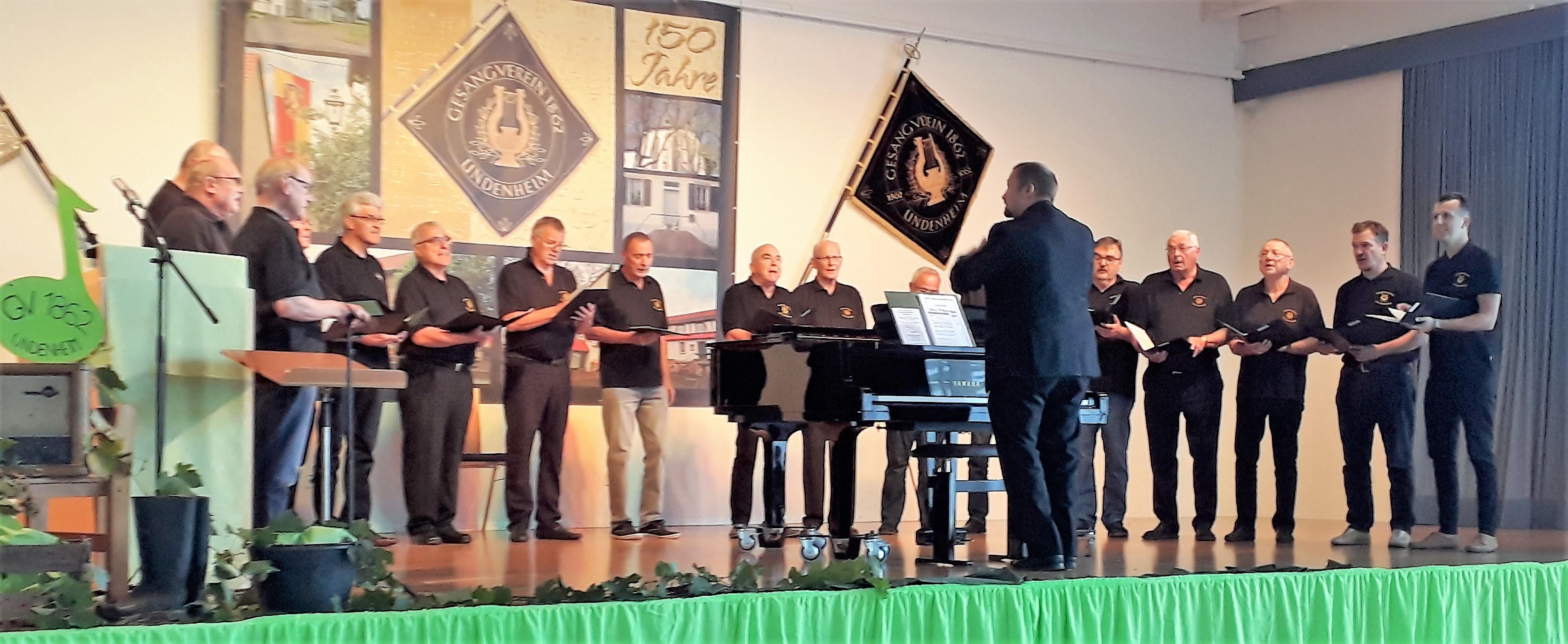 Der Männerchor beim Auftritt in Undenheim